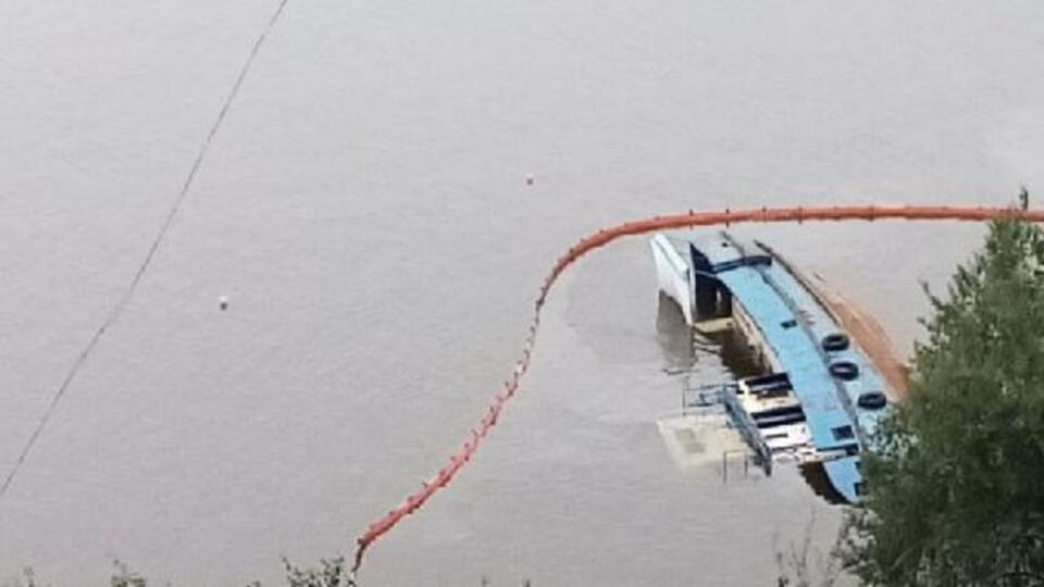 Разлив нефти произошел в реке Амур в Хабаровске