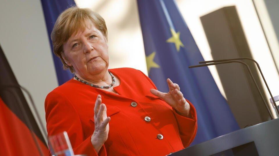 Bloomberg заявил, что Меркель унизила Байдена решением по СП - 2