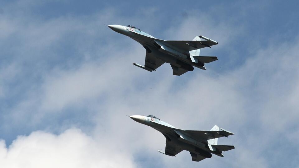 Российский Су-27 перехватил летевший со стороны Польши самолет ВВС США
