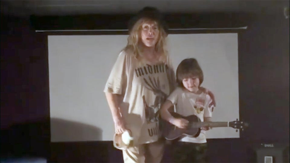 Пугачева спела песню против коронавируса
