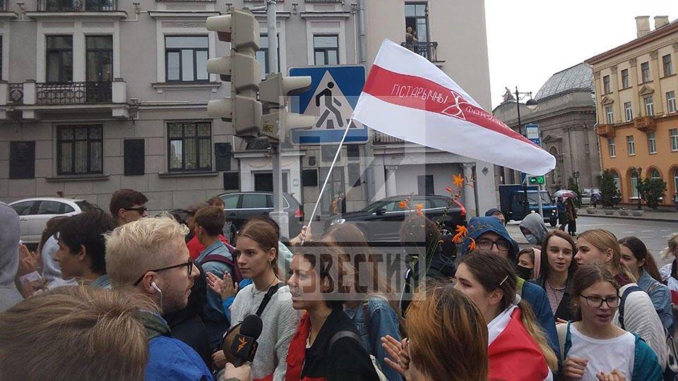 Преподаватели присоединились к протестующим студентам в Минске