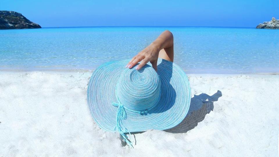 Эксперт рассказал, в чем таится опасность песка на пляжах