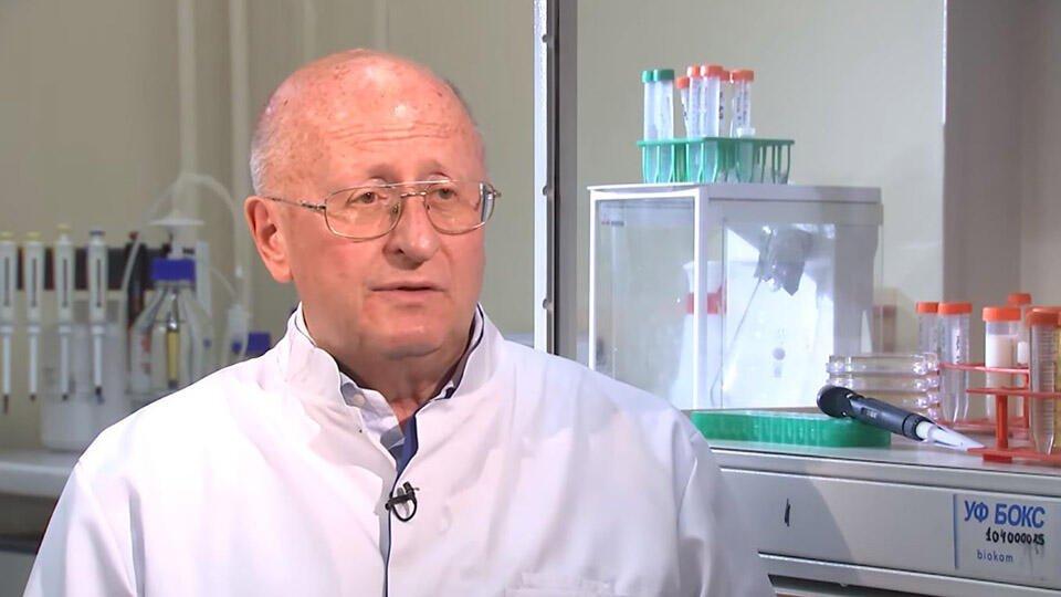 """""""Наверно, добровольцем была"""": Гинцбург о вакцинации дочери Путина"""