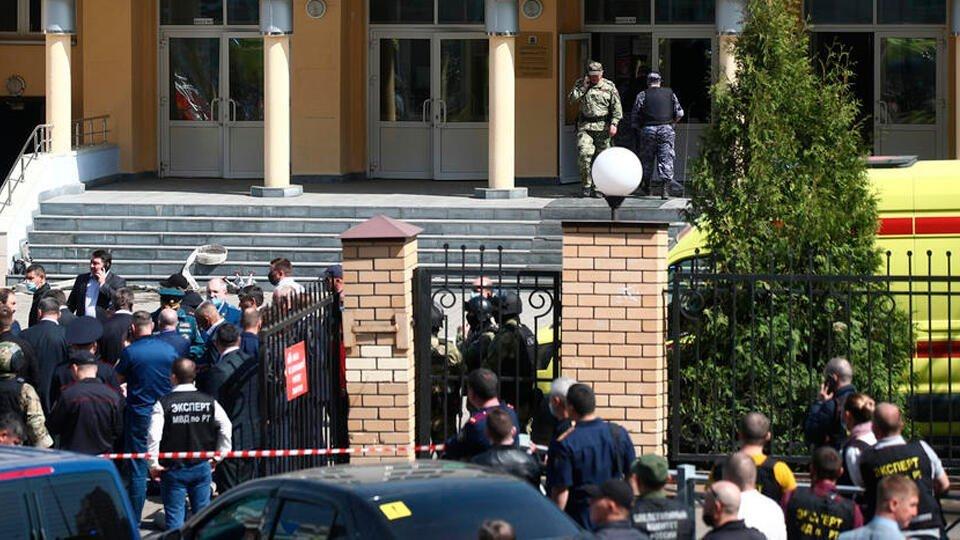 Очевидцы сообщали о стрельбе и взрывах в казанской школе десятки раз