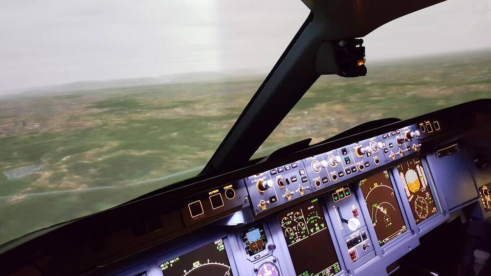 Аудио переговоров перед аварийной посадкой SSJ-100 в Шереметьево