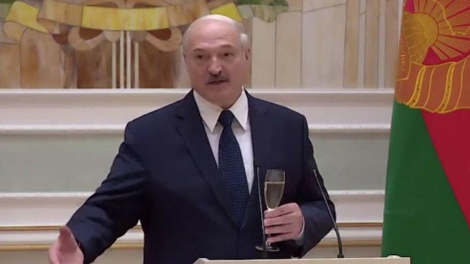 Они не откажутся: Лукашенко предложил влить оппозиционерам свою кровь