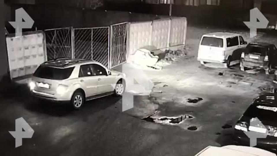 Водитель иномарки открыл стрельбу в Петербурге
