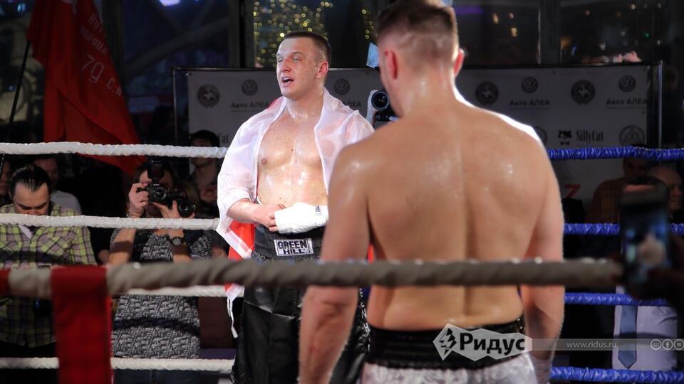 Политологи России и Польши подрались в кровь на боксерском ринге