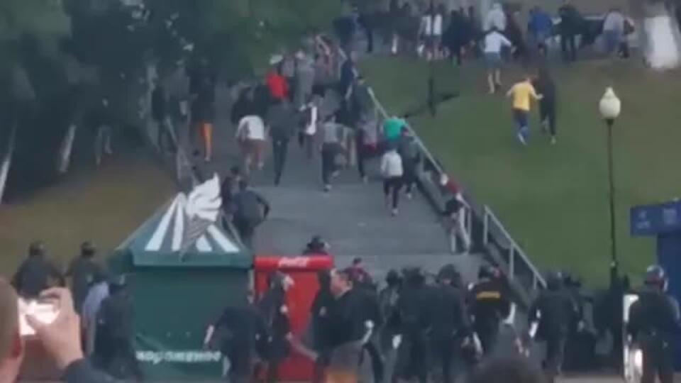Нападение бойцов ОМОНа на протестующих в Мозыре сняли на видео