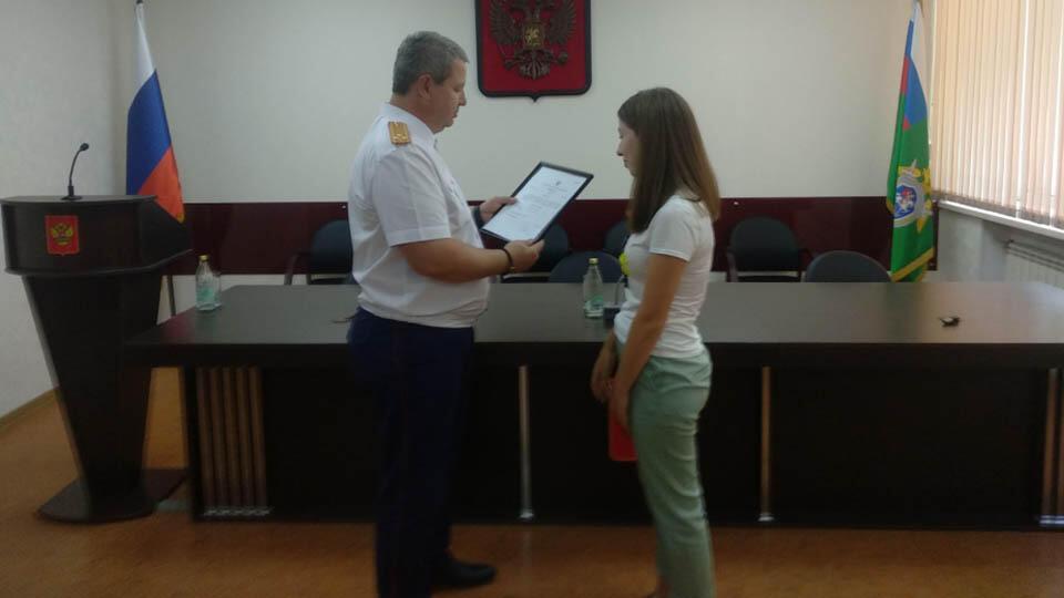 В СК наградили 18-летнюю девушку, спасшую тонущих детей под Белгородом