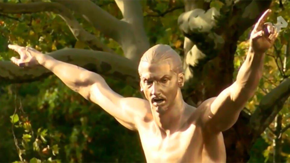 Футболист Златан Ибрагимович открыл 3-метровый памятник самому себе