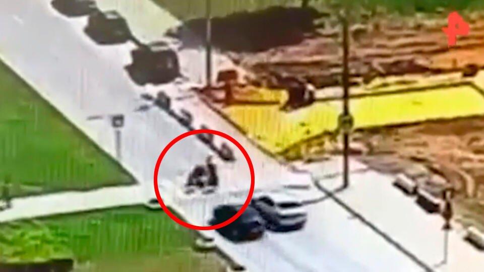 Камера сняла, как Mazda сбила троих детей в Москве