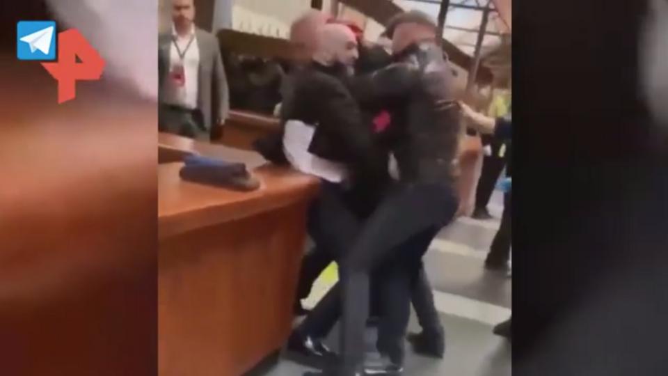 Потасовка, в которой пострадал Сергей Харитонов, попала на видео