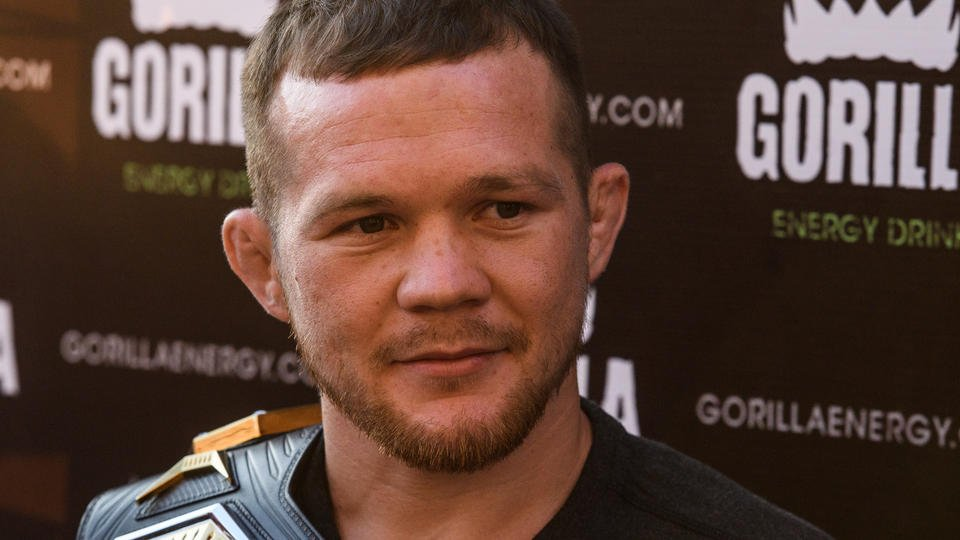 """Чемпион UFC Петр Ян рассказал, почему наносит """"смазанные удары"""""""