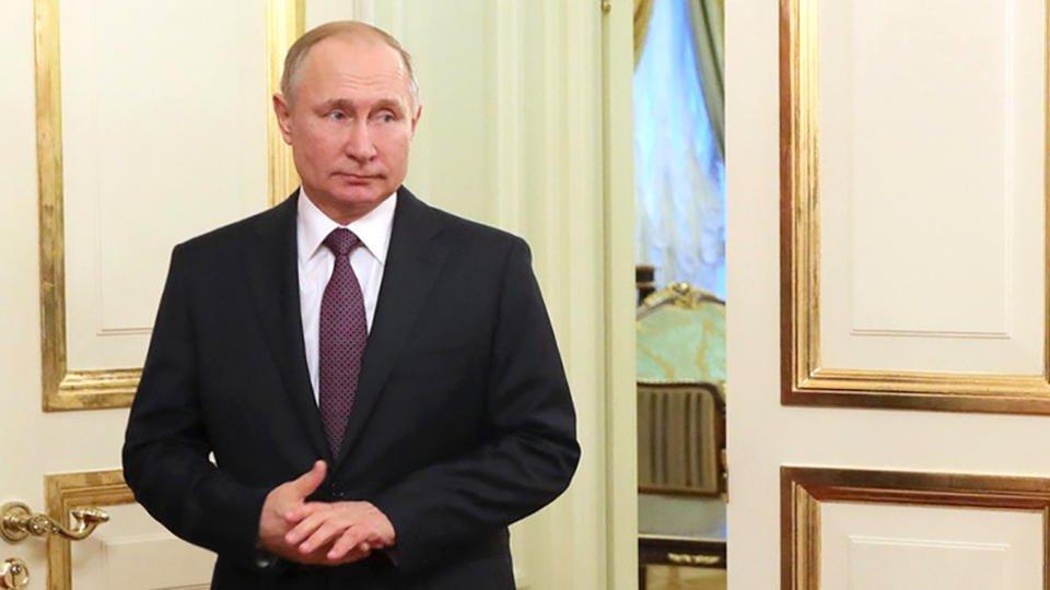Путин поручил включить в систему СПО программы в сфере творчества