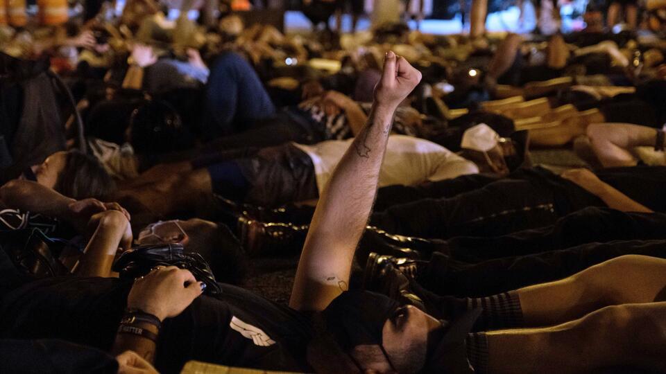 """Историк из Британии назвал протесты в США """"зловещим фашизмом XXI века"""""""