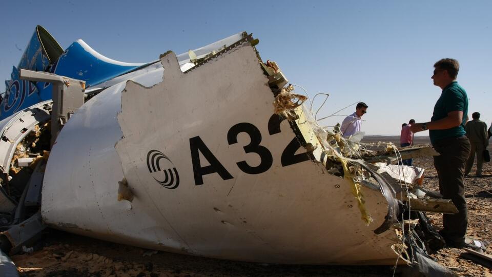 смотреть фото разбитого самолета в египте белой рубашки темно-синих