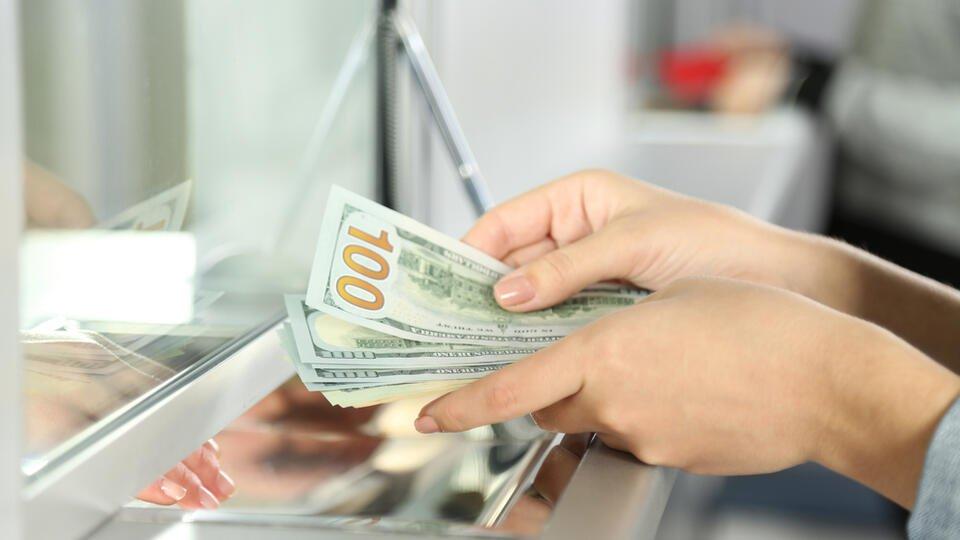 Микрозаймы и валюту разрешат получать по водительским правам