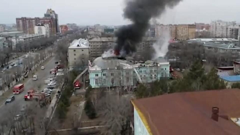 Пожар в больнице в Благовещенске, где остаются врачи, сняли с коптера