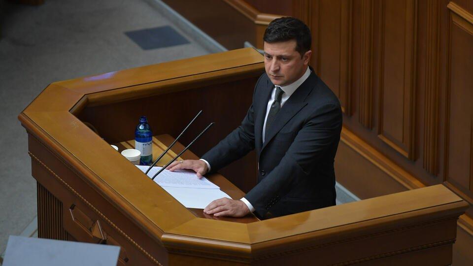 Зеленский обратился к жителям Донбасса на русском языке