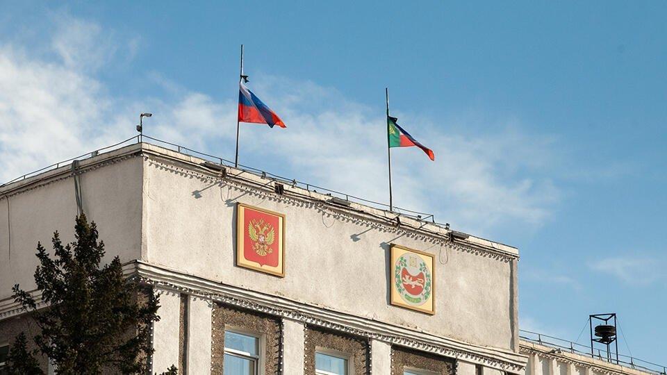 Чиновники в Хакасии начислили себе 36 дополнительных окладов