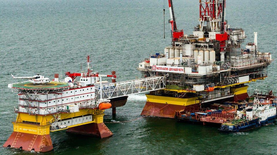 Страны ОПЕК+ приняли решение увеличить добычу нефти