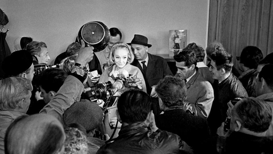 Фото:  © Гастроли немецкой актрисы и певицы Марлен Дитрих в СССР. Марлен  Дитрих отвечает на вопросы журналистов. РИА Новости/Яков Берлинер