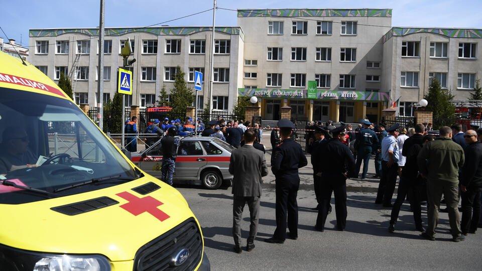 Очевидец сообщила, как после стрельбы выводили детей из школы в Казани