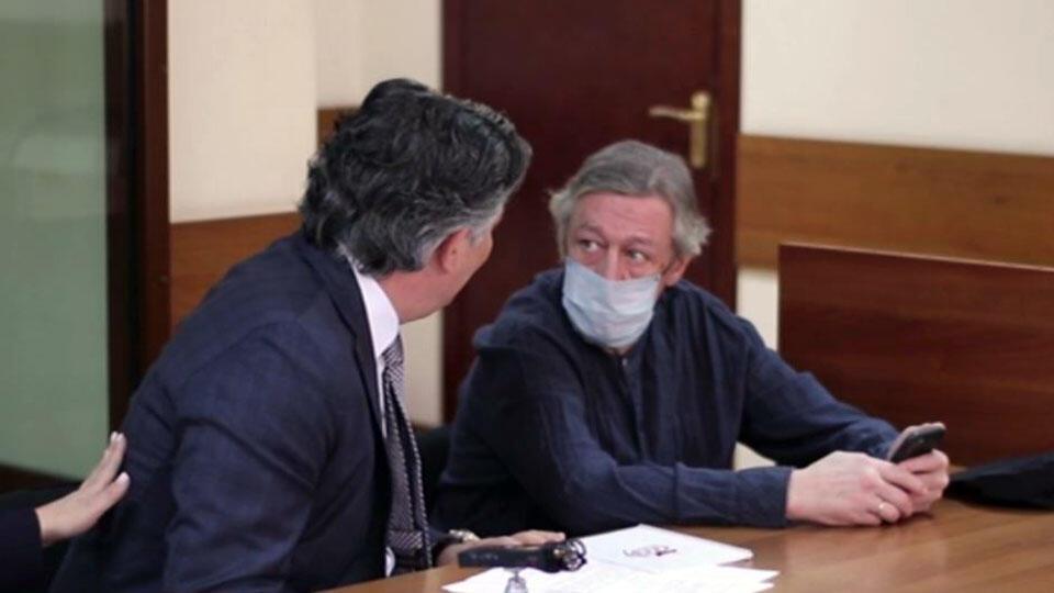 Обхихикивали: Ефремов назвал расистами потешавшихся над его адвокатом