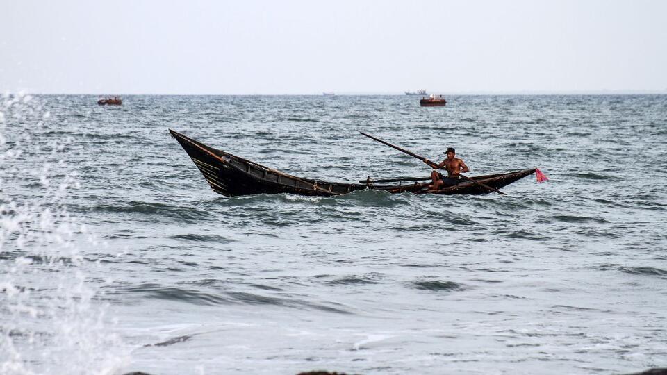 К берегам Японии прибило лодку с мертвыми рыбаками