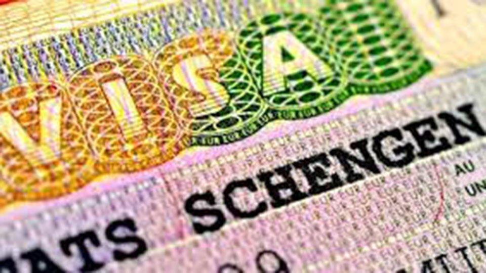 Россиянам рассказали о новых правилах получения шенгенской визы