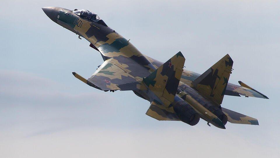 Летчик рассказал о преимуществах Су-35 над американским F-16