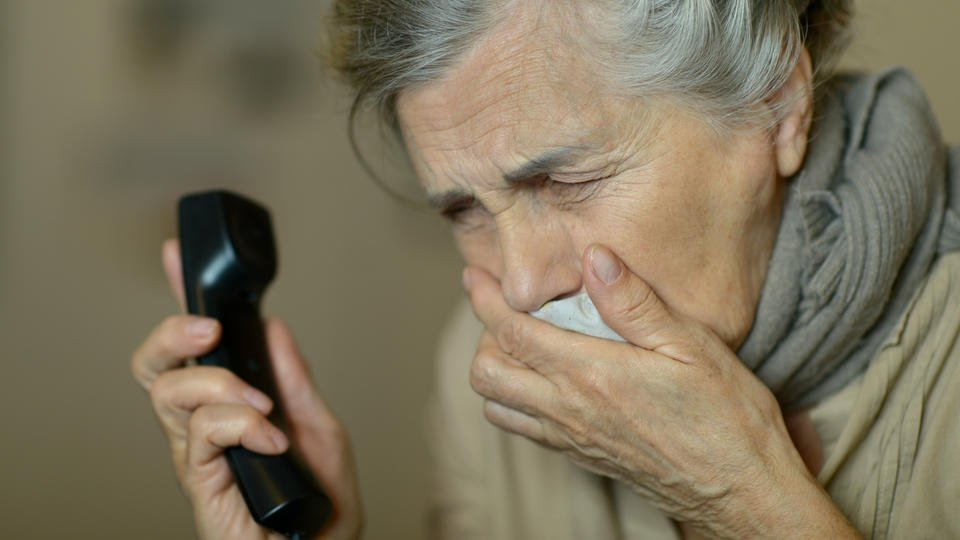 Аферисты обманули пенсионерку на миллион, обещав вылечить по телефону