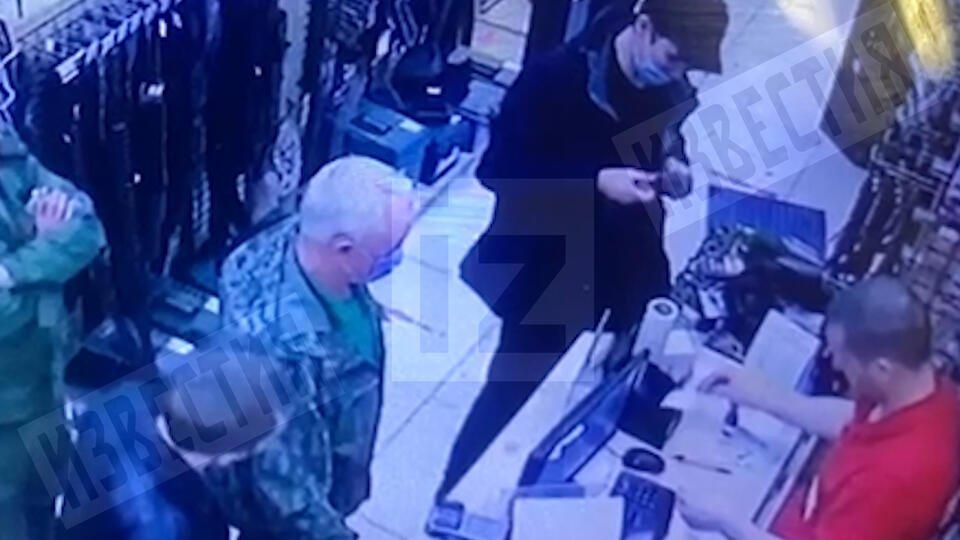 РЕН ТВ публикует видео покупки оружия убийцей детей в Казани