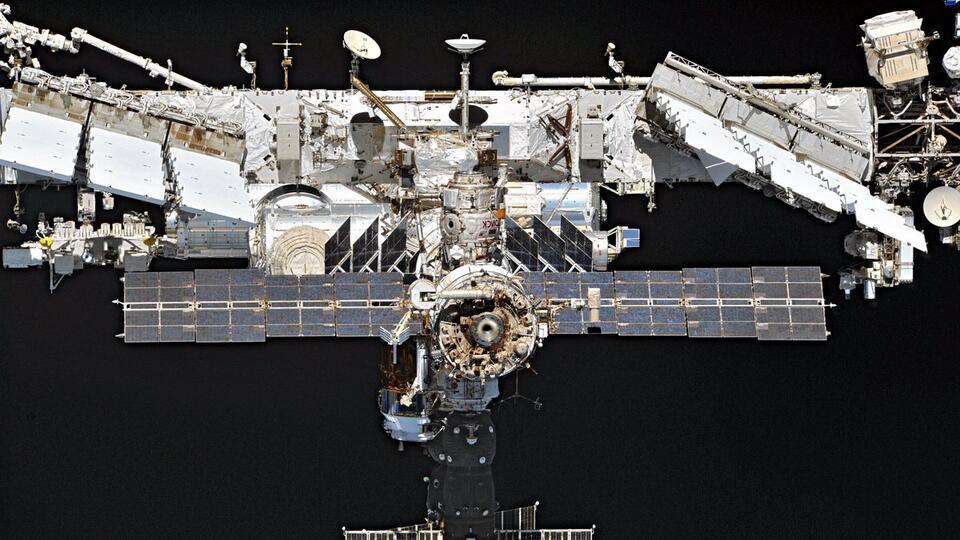 Темп утечки воздуха с МКС упал после установки на трещину заплатки