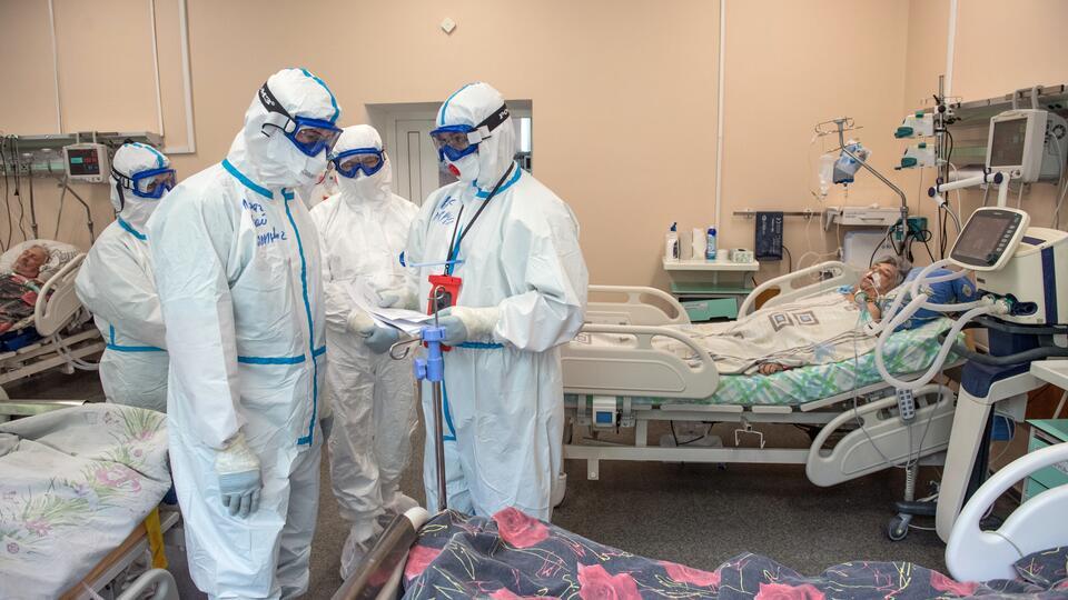 Эксперт: Случаи смерти пациентов COVID-19 станут вдвое реже в июле