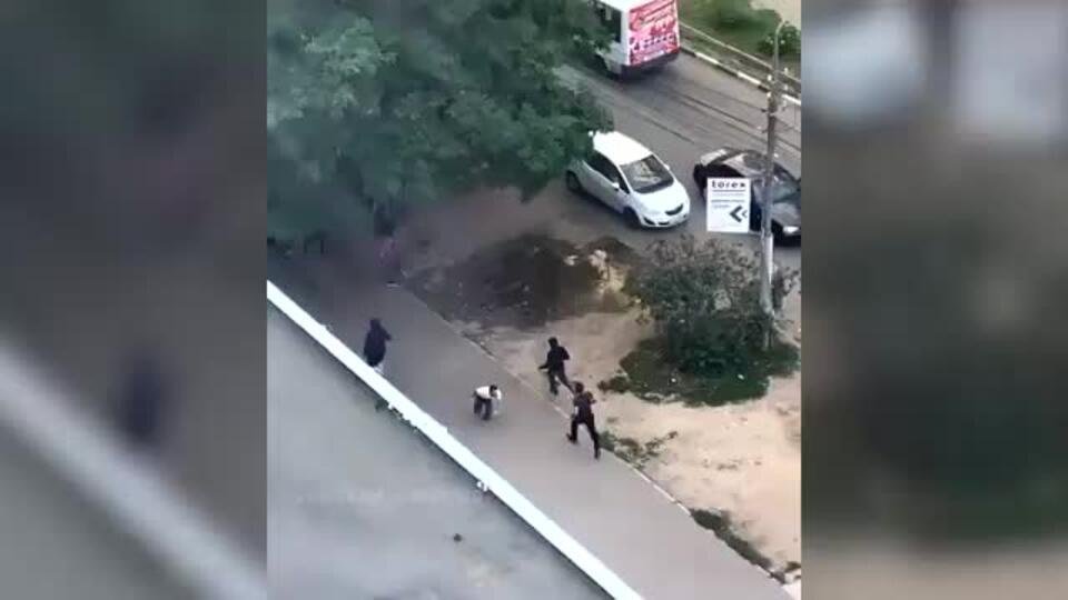 Очевидцы засняли на видео конфликт со стрельбой в Саратове