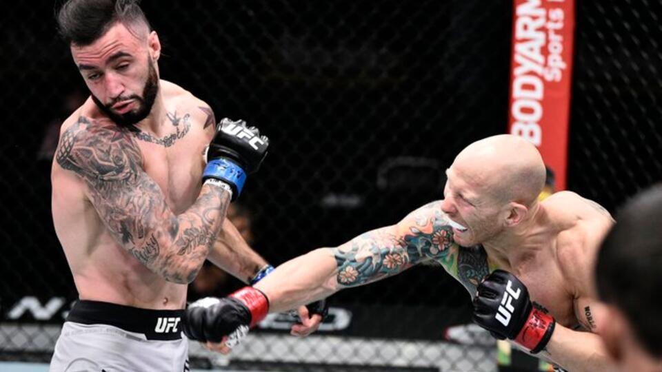 Джош Эммет одолел Шейна Бургоса в зрелищном поединке на турнире UFC