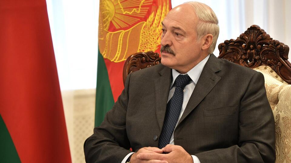 Лукашенко заявил, что женщина не может возглавить Белоруссию
