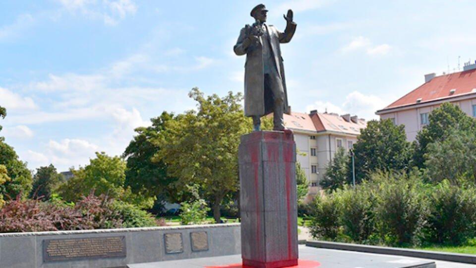 Кому и зачем понадобилось сносить памятник маршалу Коневу
