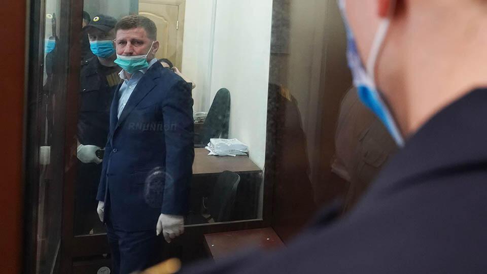 Суд отказался снимать арест с часов и земельного участка Фургала
