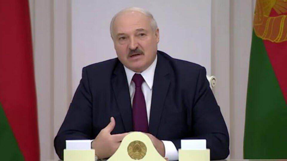 Лукашенко увидел в уличных мемориалах угрозу начала гражданской войны