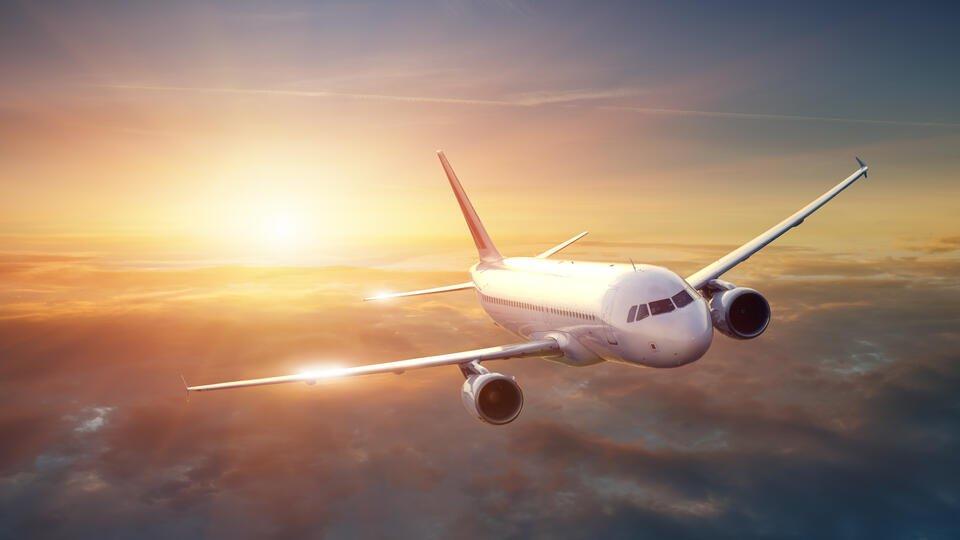 В Екатеринбурге после отказа двигателя экстренно сел самолет