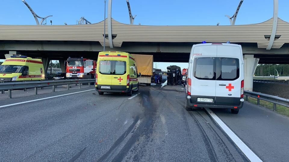 В МВД уточнили число авто, столкнувшихся на КАД в Петербурге