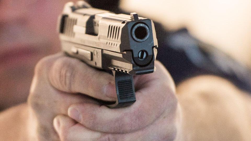 В Дагестане полицейский открыл стрельбу по напавшему на него дебоширу