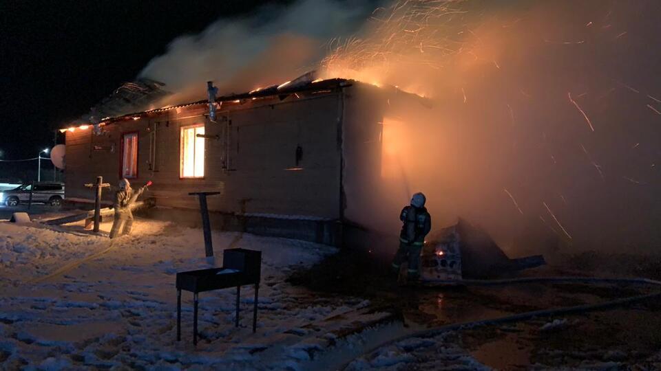 Траур объявлен в районе Якутии, где при пожаре погибли 5 человек
