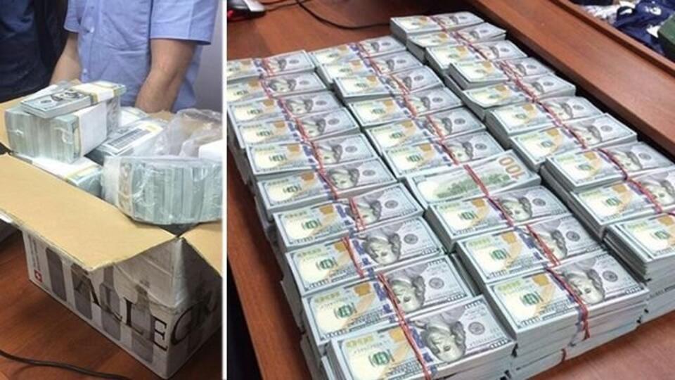 этим фото захарченко укравший деньги просовывает