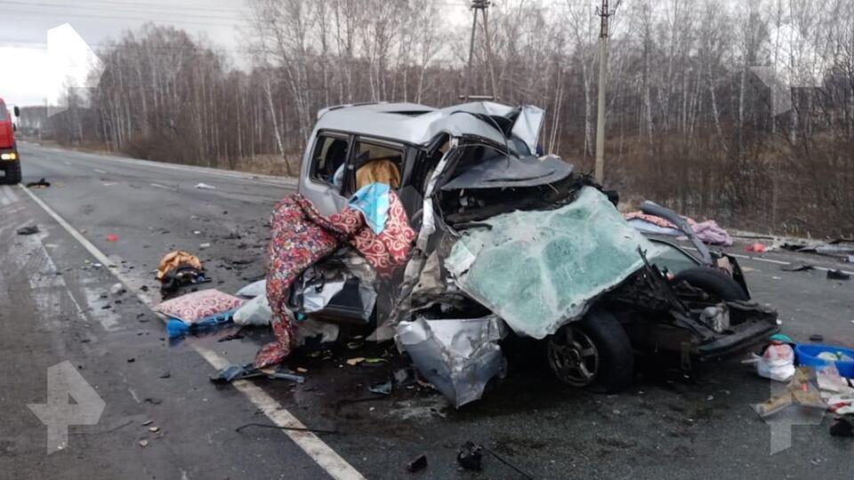Четыре человека погибли в ДТП с автобусом под Новосибирском