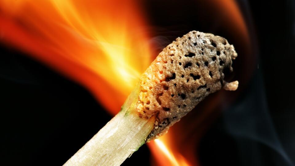 В Липецкой области ревнивый муж пытался сжечь машину супруги
